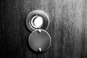 Türspion schwarz weiß